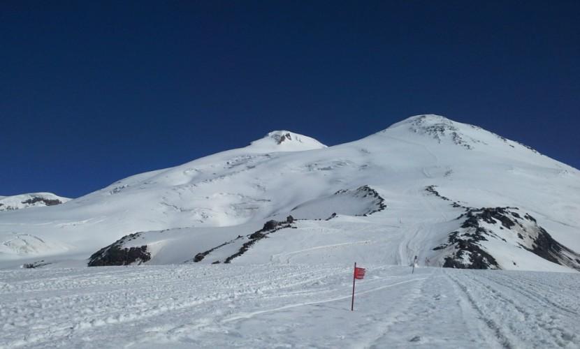 НаЭльбрусе альпинист провалился в5-километровую расщелину