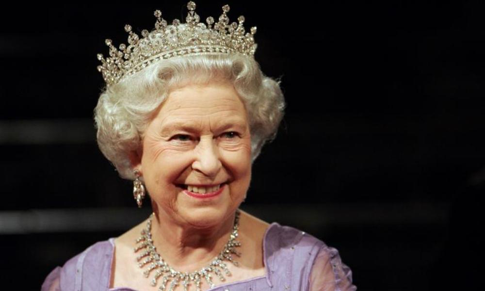 Королева Великобритании посмертно помиловала 49 тысяч геев
