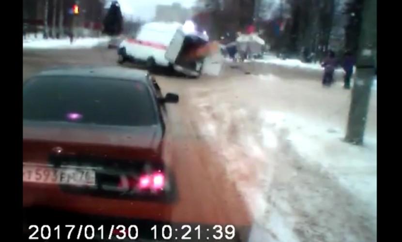 ДТП вРыбинске: иностранная машина протаранила «скорую»