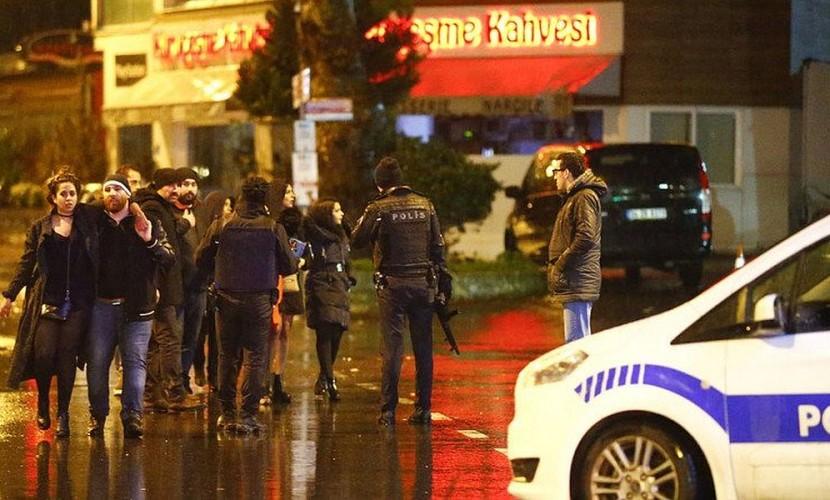 Опубликовано видео нападения одетого в Санта-Клауса мужчины на ночной клуб в Стамбуле