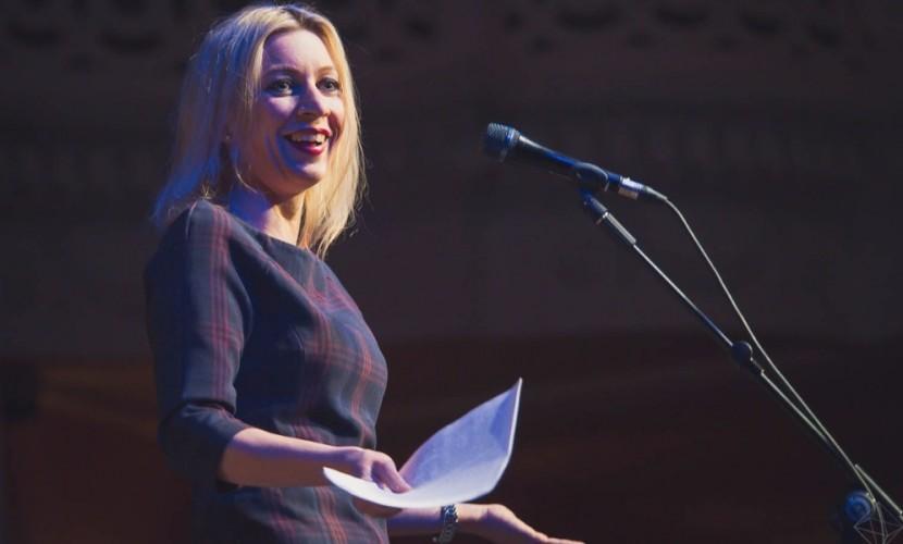 Захарова поиронизировала над своей фотографией и заголовком в газете