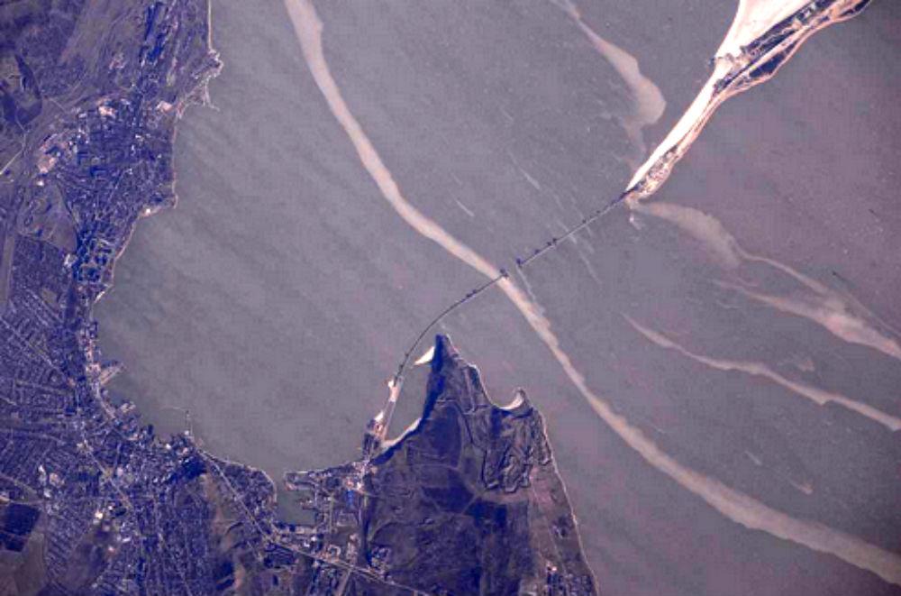 Русский космонавт продемонстрировал стройку Крымского моста сМКС