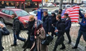 Навального встретили в Екатеринбурге с флагом США