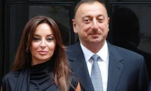 «Заслужила»: Лидер Азербайджана рассказал, почему назначил жену вице-президентом