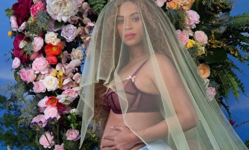Беременная двойней Бейонсе снялась обнаженной и моментально стала героиней мемов в соцсетях