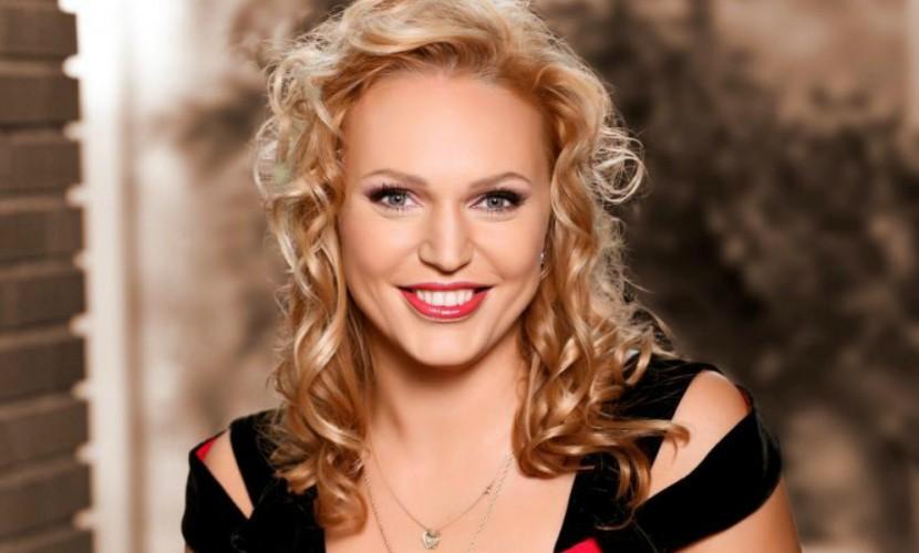 Актриса и ведущая Алла Довлатова беременна четвертым ребенком