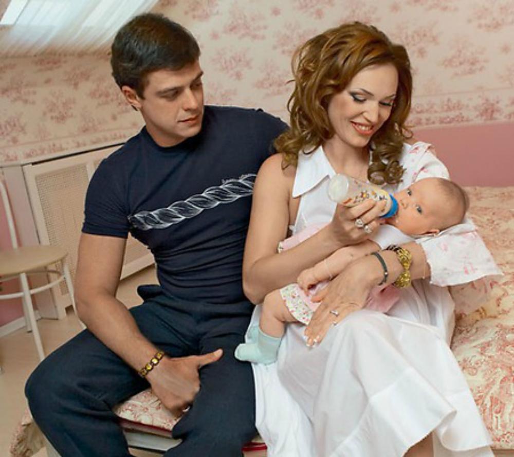 Довлатова с мужем и младшей дочерью