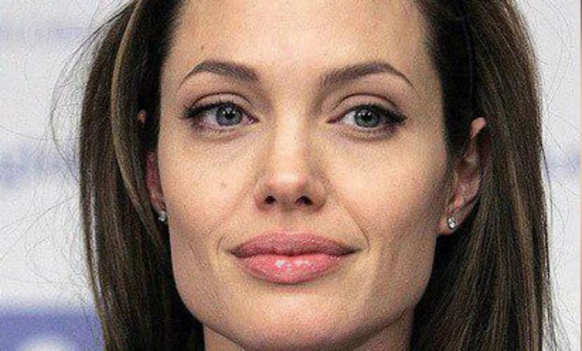 Анджелина Джоли впервые появилась на премьере фильма после развода с Питтом