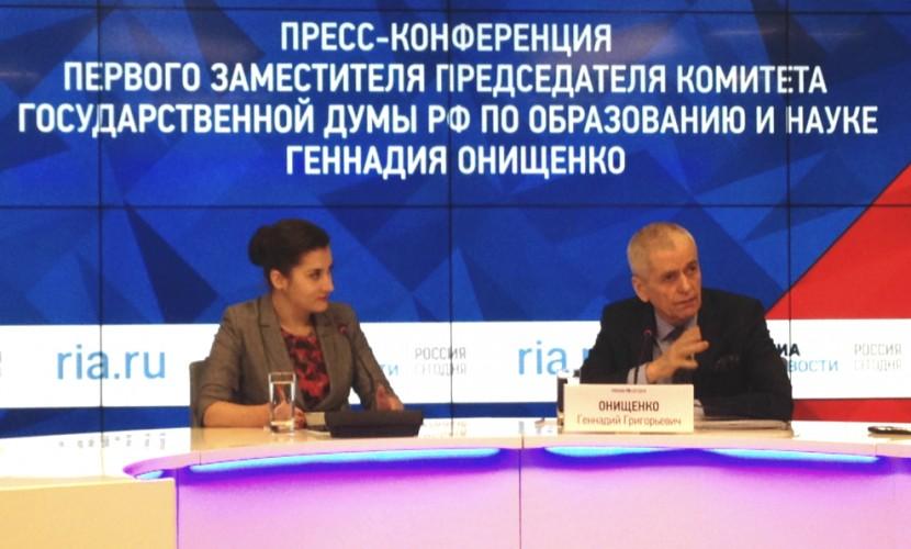 Онищенко назвал фамилию продвигающего вейпы олигарха
