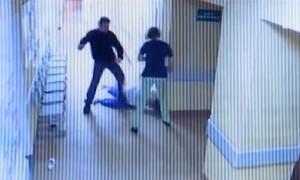 Шокирующее видео избиения медиков нетрезвым пациентом в новгородской больнице