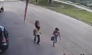 Шок-видео: колесо едва не убило прохожего в Бразилии