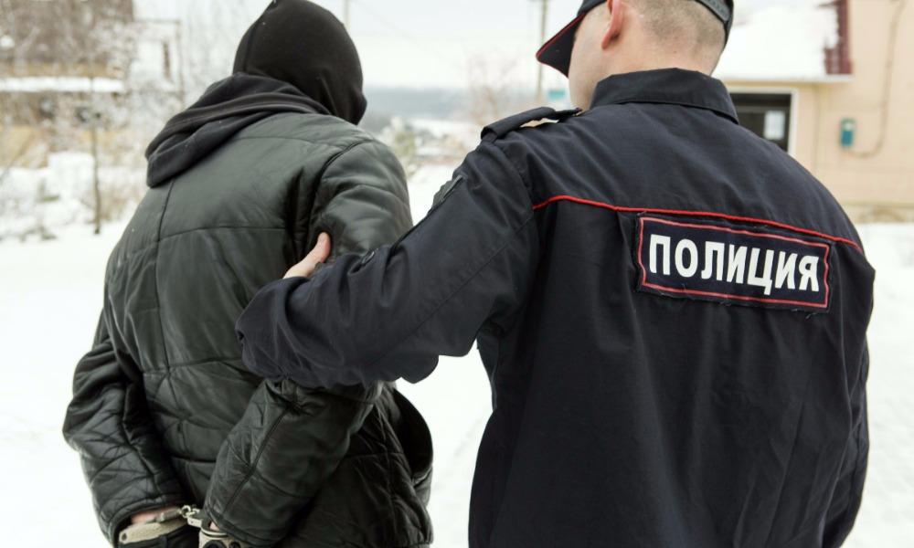 Полицейские и бойцы Росгвардии освободили взятую рецидивистом в заложницы девочку в Омске