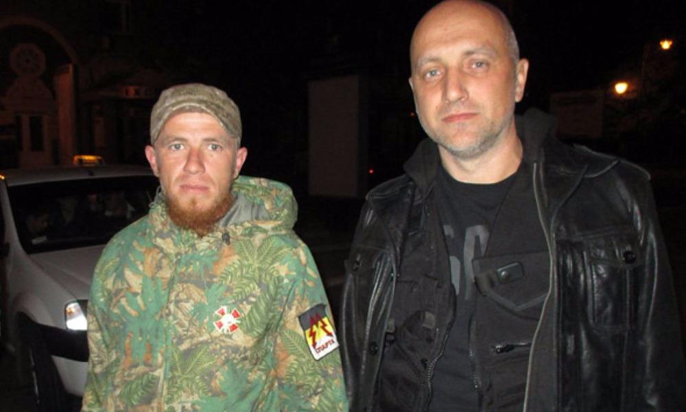Захар Прилепин (справа) и один из лидеров ополченцев Арсен Павлов (Моторола), убитый в октябре прошлого года.