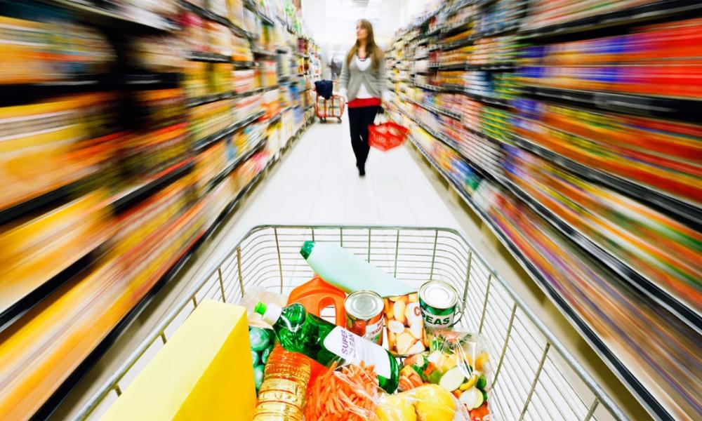 Жители России ради экономии денег начали есть меньше мяса, сыра, колбасы и рыбы