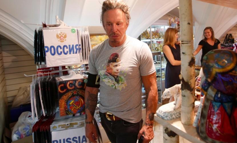 Микки Рурк превратился в Андре Роркова и стал активно общаться в соцсетях на русском языке