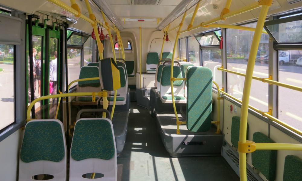 Городской автобус больше километра тащил по земле застрявшую в дверях женщину на Камчатке