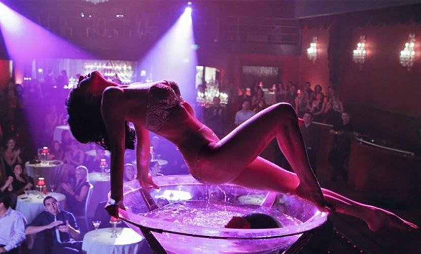 devushki-v-striptize-foto-klubah