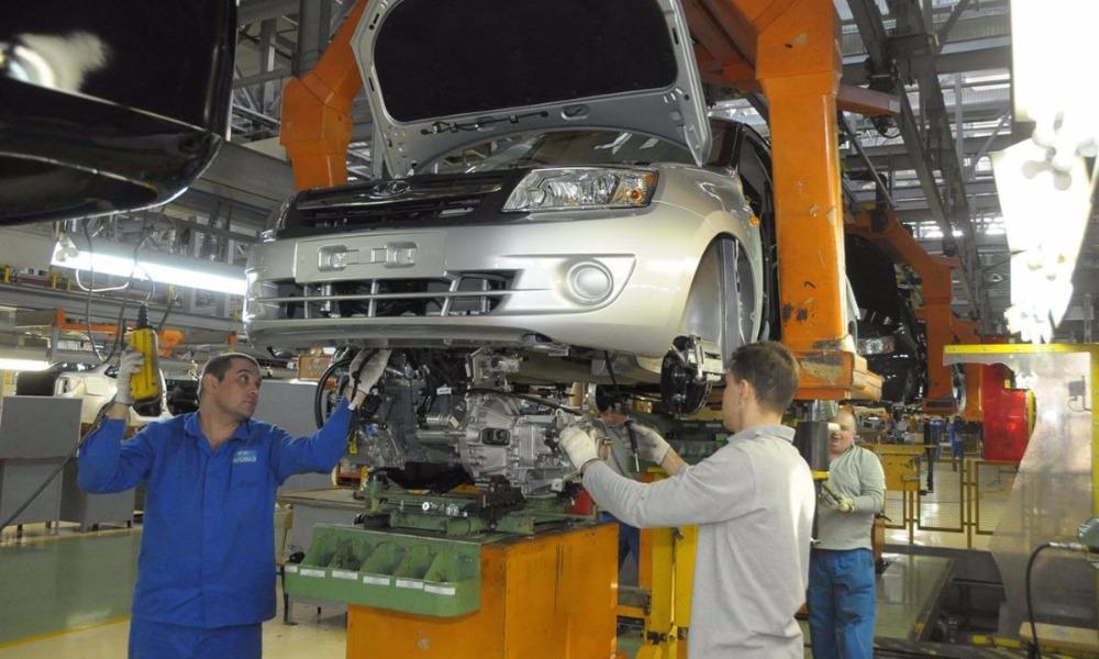 АвтоВАЗ сократил 740 сотрудников и спустя четыре месяца вышел на пятидневный режим работы