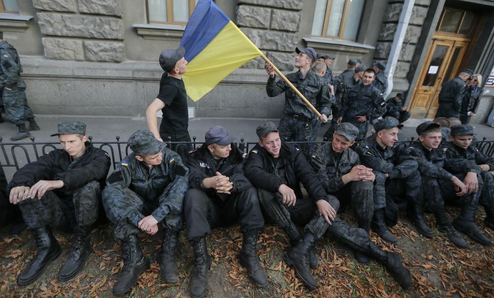 Украинский военнослужащий случайно прострелил себе живот