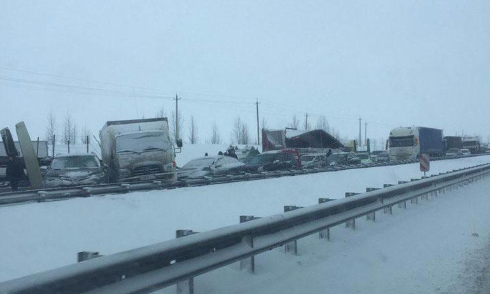 Более тридцати машин попало из-за гололеда в массовые ДТП под Воронежем