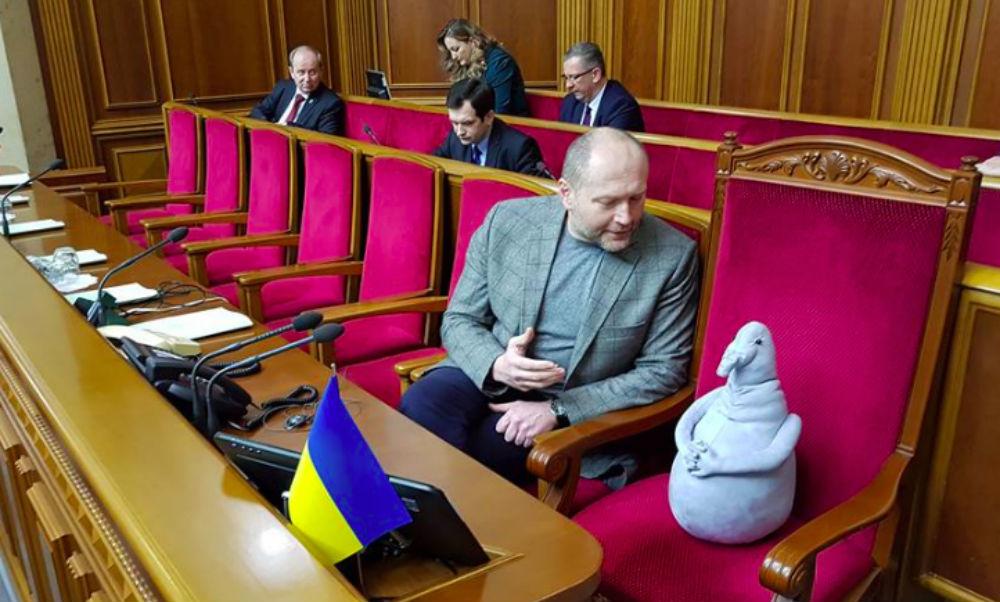 Ждун в полупустом зале Верховной рады рассмешил пользователей Сети