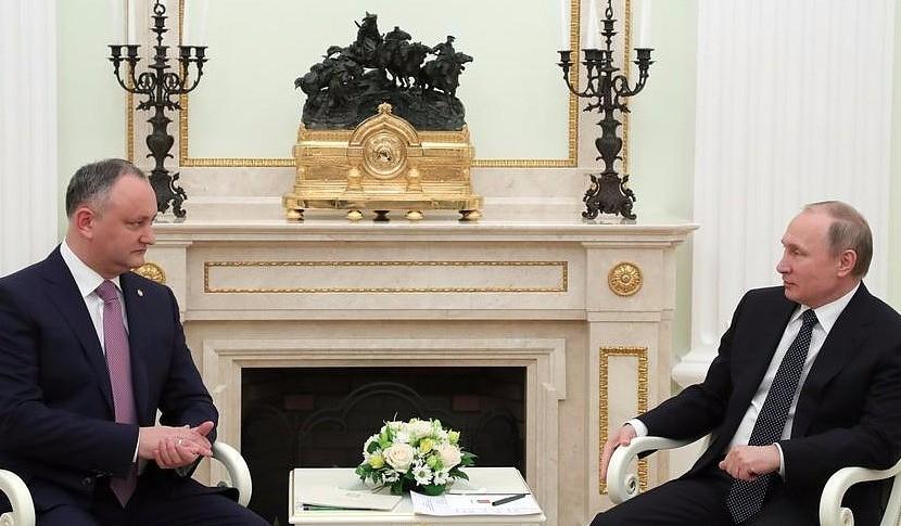 Путин и Додон воспользовались возможностью поговорить о людях, экономике и вине