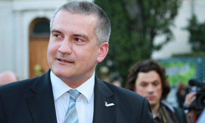 Аксенов объяснил слова о монархии желанием видеть Путина пожизненным президентом