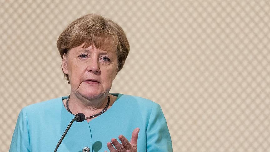 Меркель обиделась на Эрдогана за сравнение политики немецких властей с нацистской