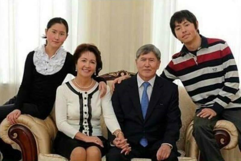 Алмазбек Атамбаев  с семьей