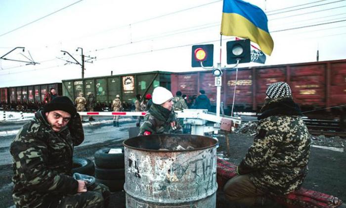 Украинские радикалы заблокировали движение товарных составов из России
