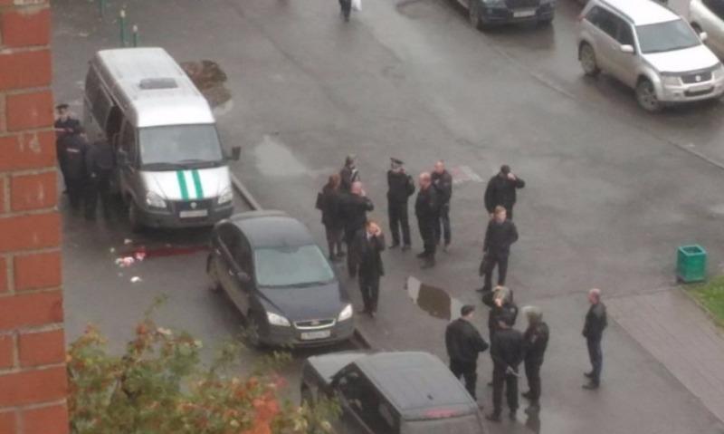 Впавший в кому от брошенной в голову бутылки из-под виски судебный пристав умер в Екатеринбурге