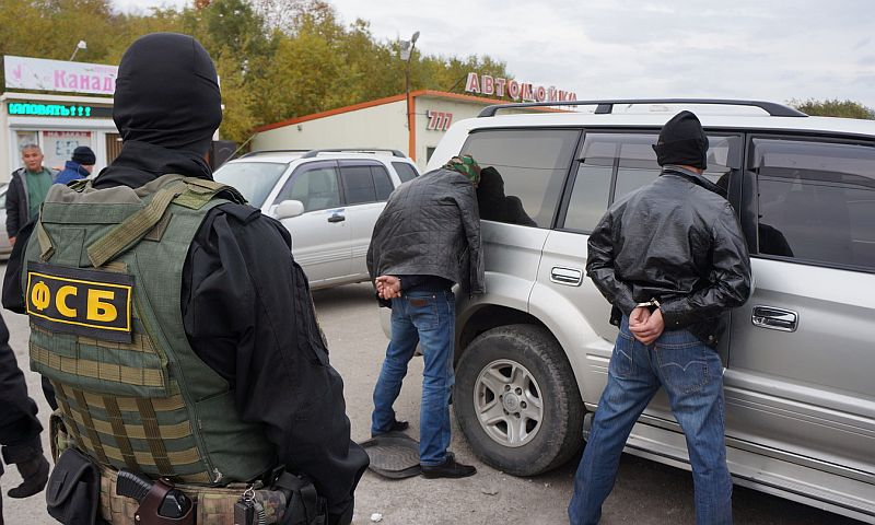 Три авиационные пушки изъяли сотрудники ФСБ у членов крупной группы торговцев оружием