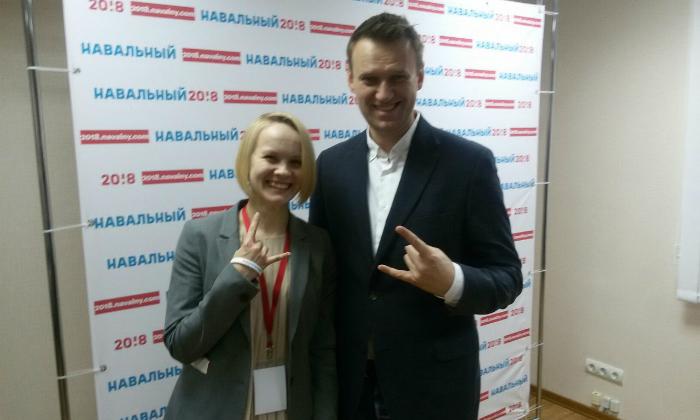 Вандалы заблокировали монтажной пеной все входы дома, где расположился штаб Навального