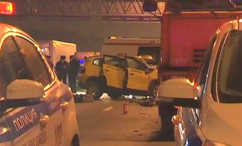 Опубликовано видео с места смертельного столкновения поливальной машины и такси