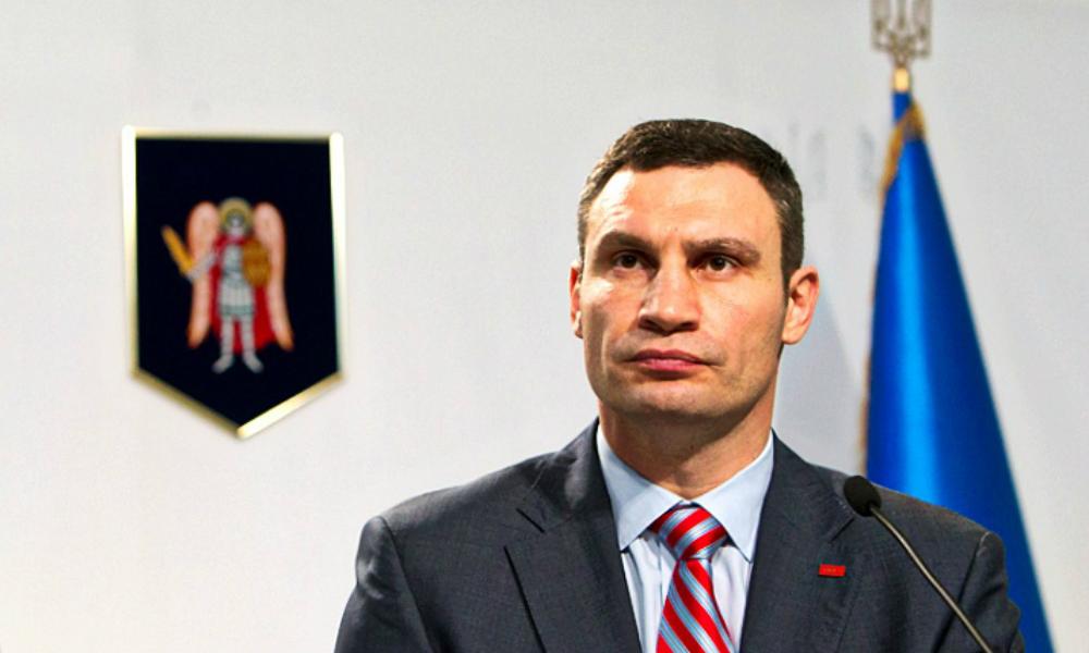 Киевские депутаты подрались после угрозы вынести Кличко вперед ногами