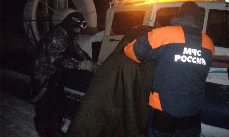 Сотрудники МЧС спасли четырех человек, которых на лодке уносило в открытое море в Крыму