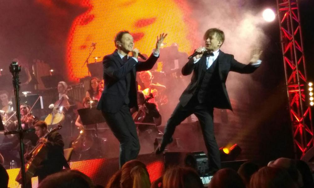 Топ-7 зажигательных танцев Левы на концерте