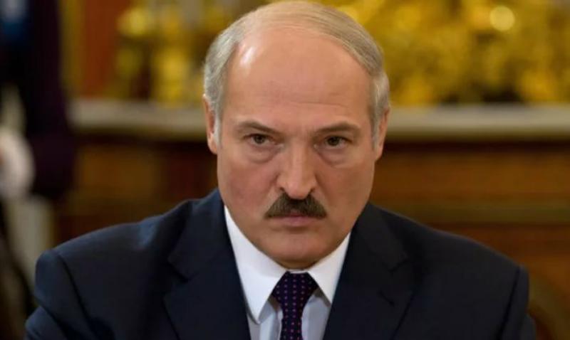 Лукашенко запретил своим СМИ писать на тему