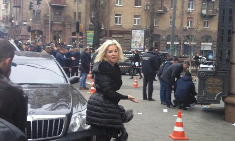 Приехавшая на место убийства в Киеве Вороненкова беременная Максакова упала в обморок