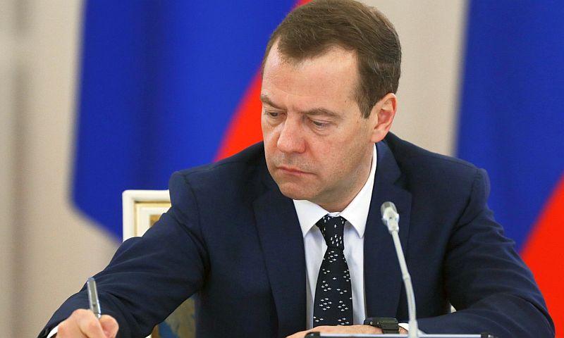 Национальную стратегию в интересах женщин в Международный дамский день утвердил Медведев