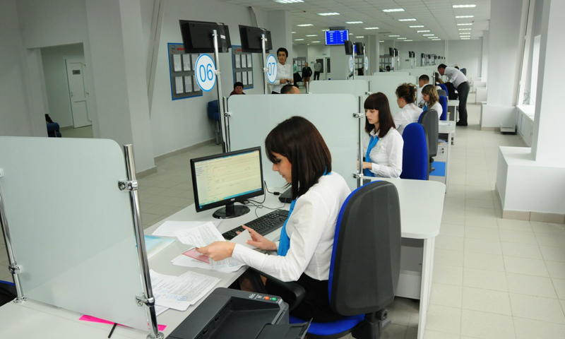 Медведев подписал постановление о замене водительских удостоверений в МФЦ