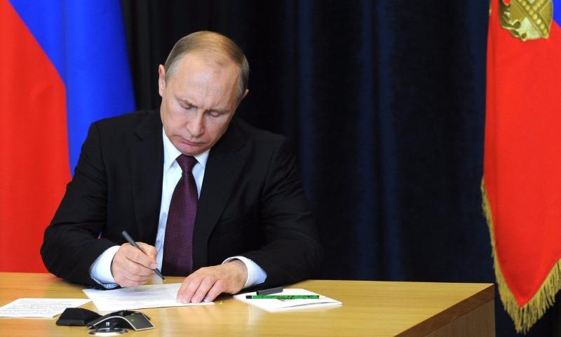 Путин сместил со своих постов представителя РФ при ЕСПЧ Матюшкина и главу ГИБДД Нилова