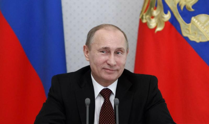 «Как курица лапой»: Владимир Путин посетовал на свой почерк