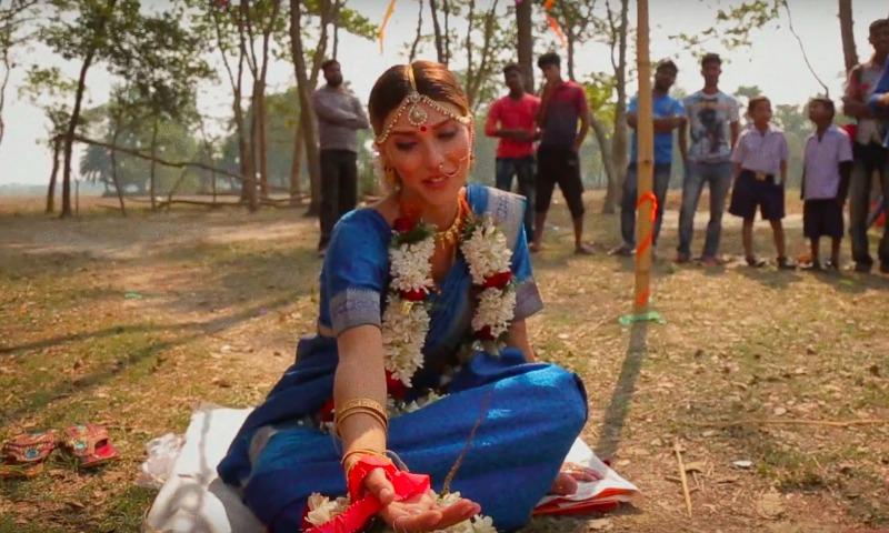 Тодоренко в течение нескольких минут вышла замуж и овдовела во время поездки в Индию