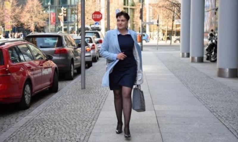 В платье и на каблуках: Савченко призналась в Берлине, что уже устала от политики