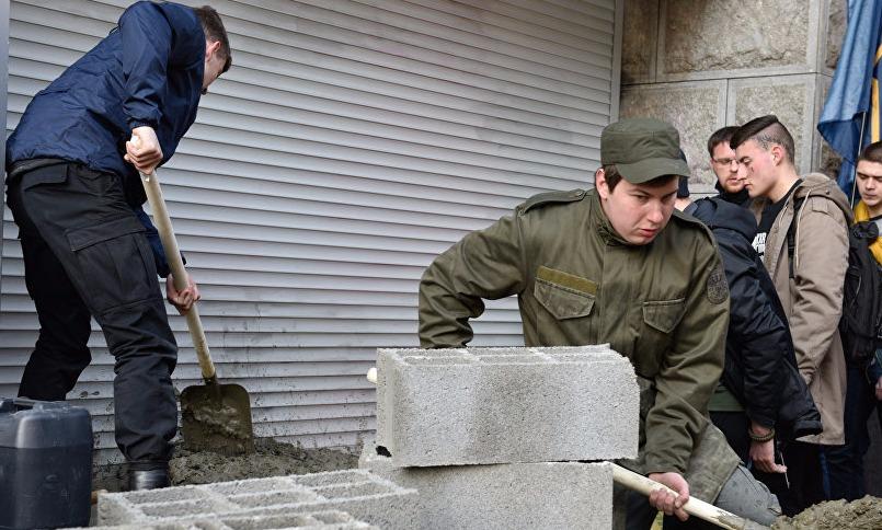 Украинские радикалы добрались до Сбербанка в Тернополе