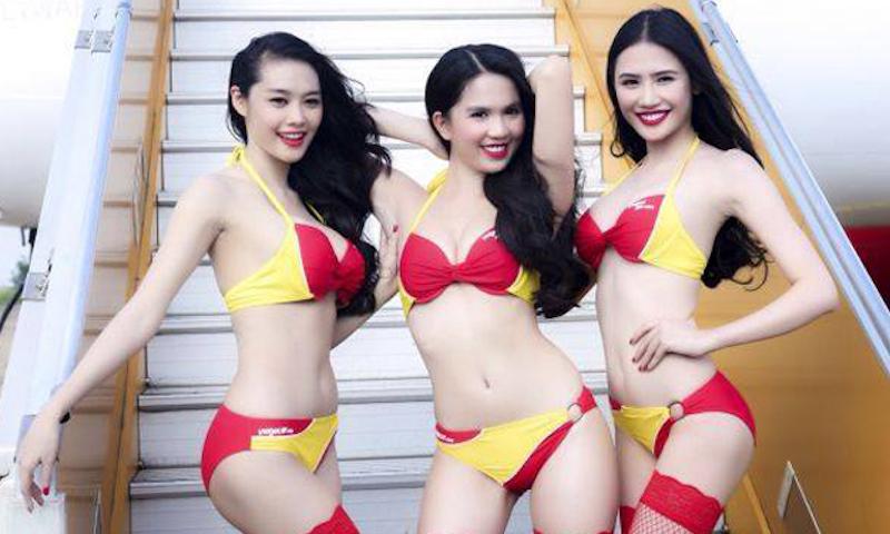Вьетнамская авиакомпания рассчитывает заманить российских клиентов стюардессами в бикини