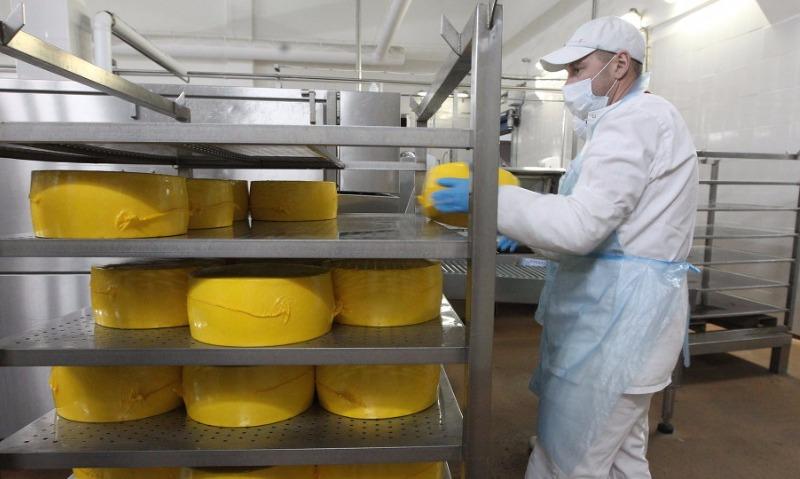 Приостановлены декларации соотношения нашесть видов сыров, поставляемых в РФ из республики Белоруссии