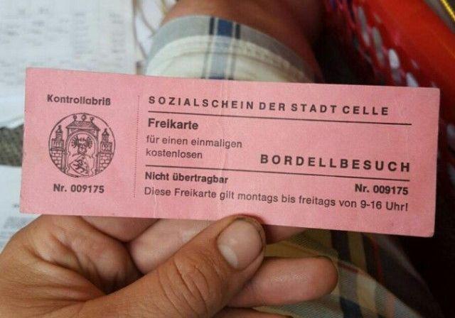 Секс по талонам: в Германии беженцам раздают бесплатные билеты в бордель