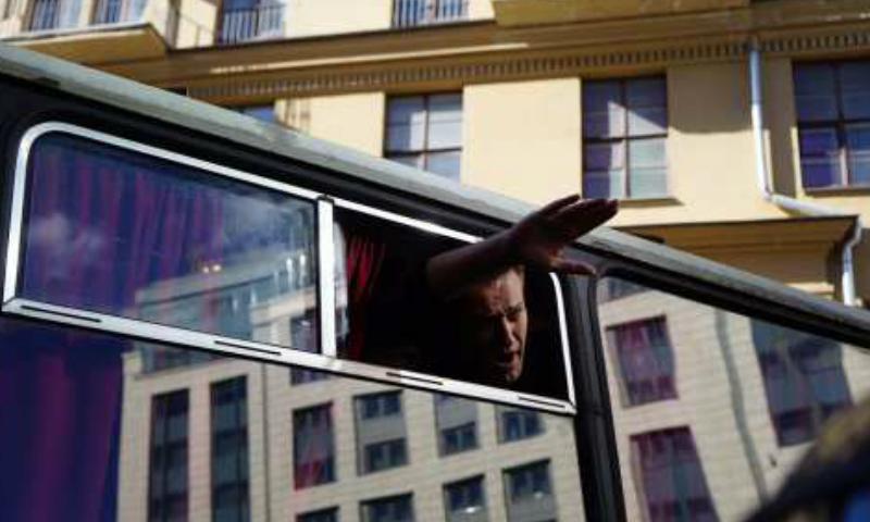Видео задержания Навального на несогласованном митинге в Москве появилось в Сети